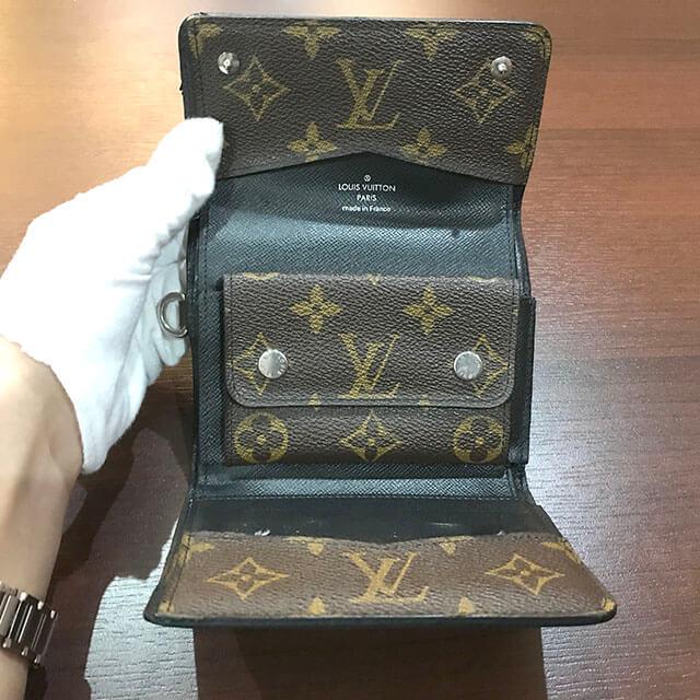 難波(なんば)のお客様からヴィトンのモノグラムマカサーのコンパクト財布を買取_04