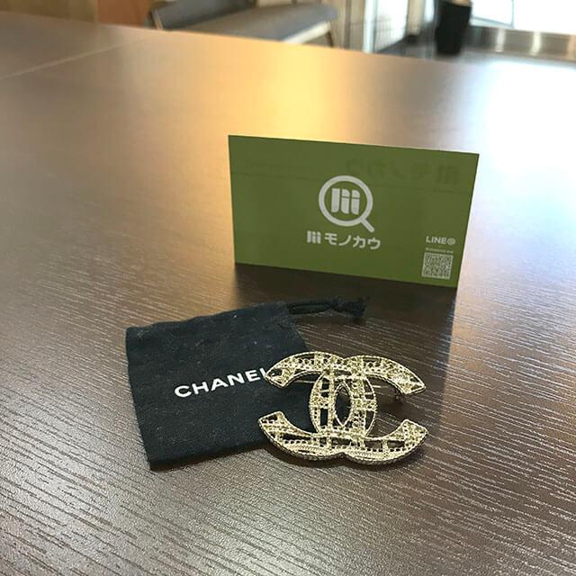 銀座のお客様からシャネルのココマークブローチを買取_01