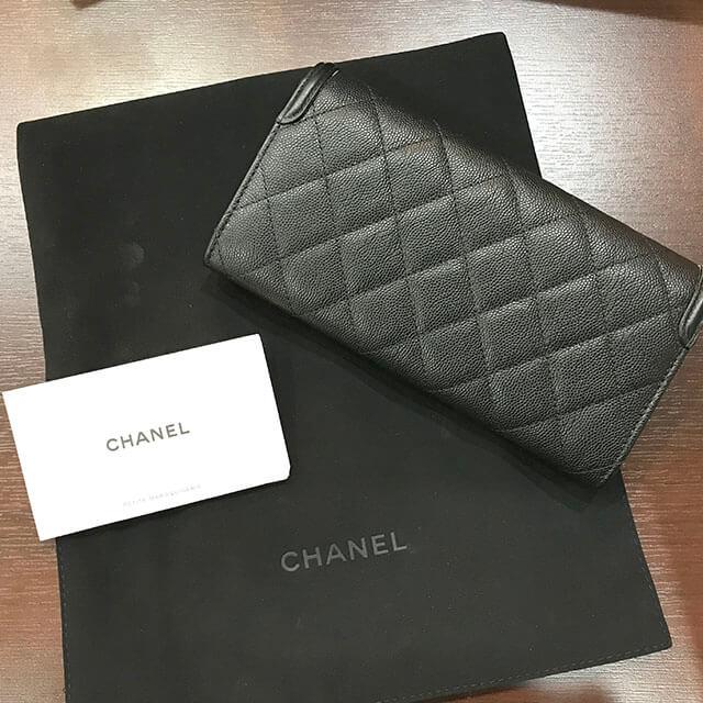 深江橋のお客様から新品のシャネルの財布を買取_02