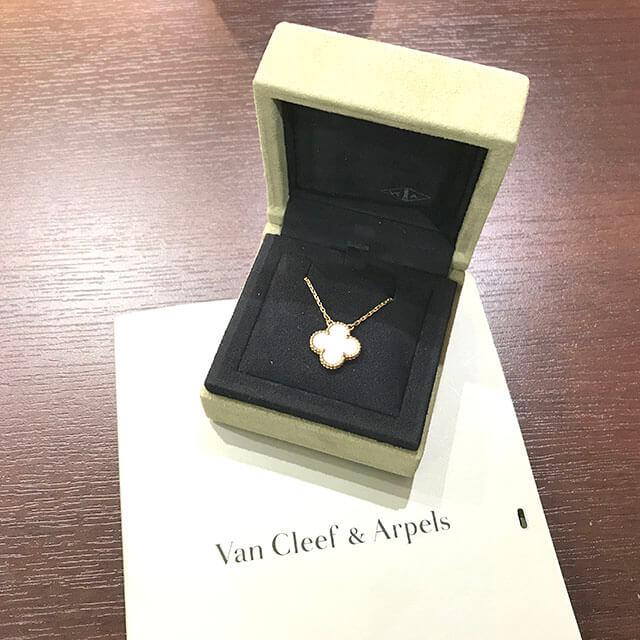 梅田のお客様からヴァンクリーフ&アーペルのヴィンテージアルハンブラネックレスを買取_02