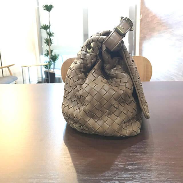 鶴橋のお客様からボッテガヴェネタのハンドバッグを買取_02