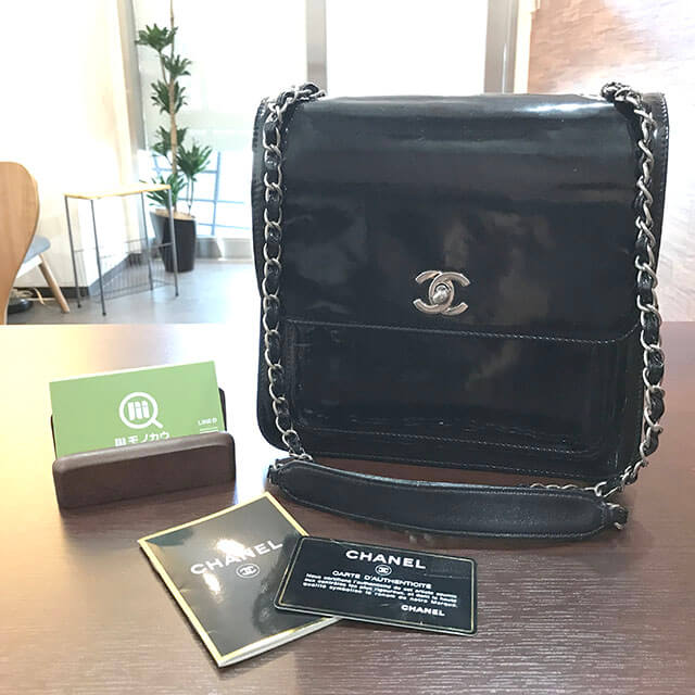 枚方のお客様からシャネルのエナメルチェーンショルダーバッグを買取_01