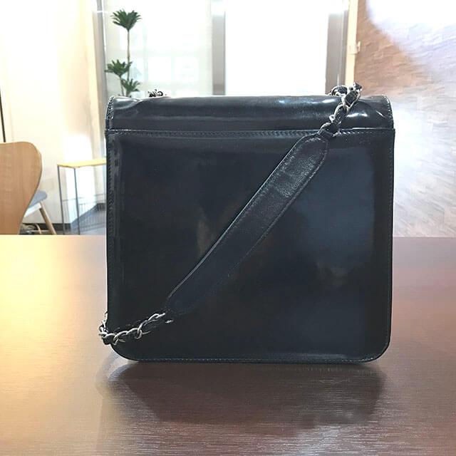 枚方のお客様からシャネルのエナメルチェーンショルダーバッグを買取_02