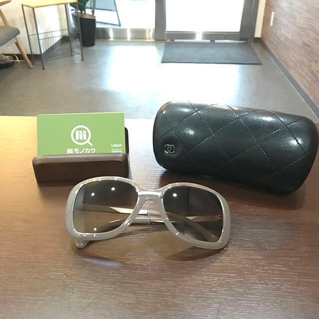 心斎橋のお客様からシャネルのサングラスを買取_01