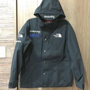 梅田のお客様からSupreme×The North Faceの【Expedition Jacket】を買取