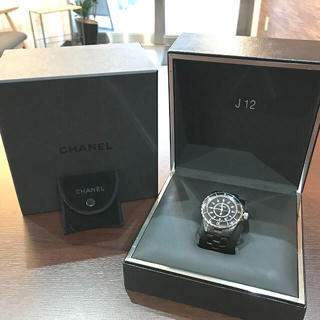 玉造のお客様からシャネルの腕時計【J12】を買取_02