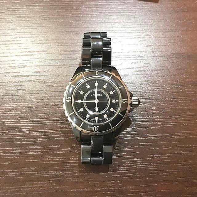 玉造のお客様からシャネルの腕時計【J12】を買取_03