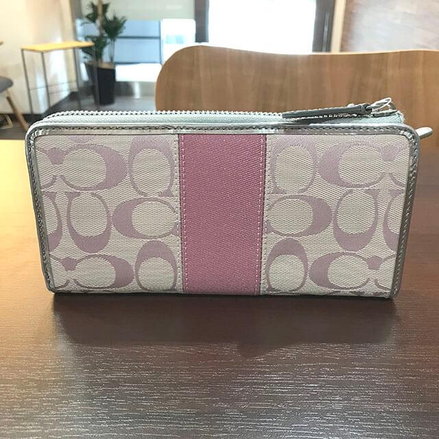 茨木のお客様からコーチのシグネチャー長財布を買取_02