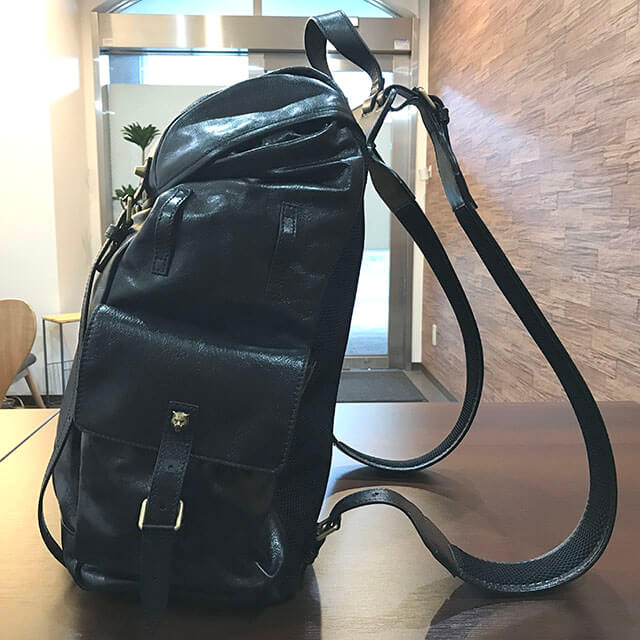 和泉のお客様から19/20秋冬のグッチの新作バッグ【リ(ベル)レザー バックパック】を買取_02
