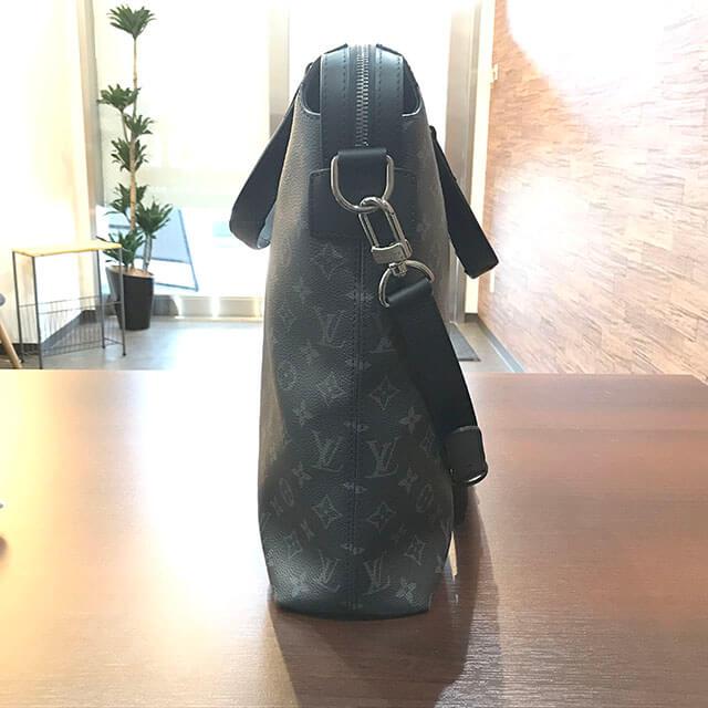 和泉のお客様からヴィトンのモノグラムエクリプスのバッグ【エクスプローラー】を買取_02