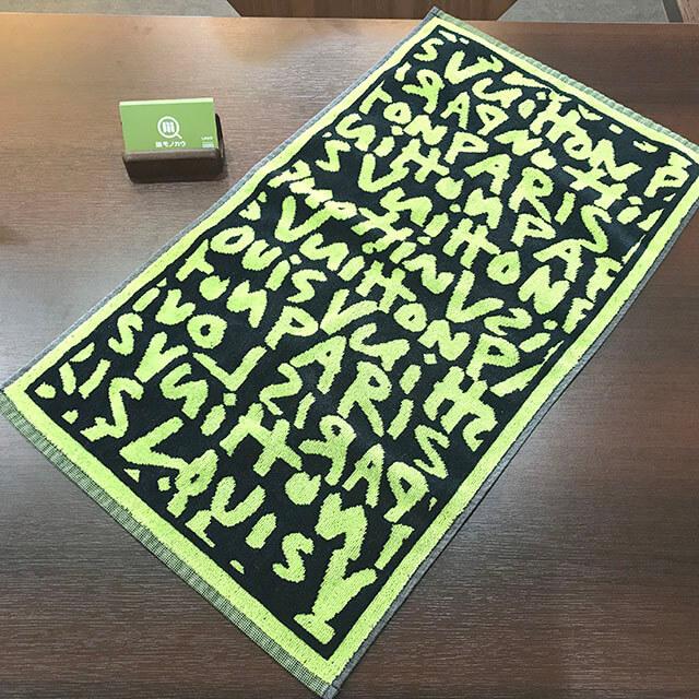 心斎橋のお客様からヴィトンの【モノグラム・グラフィティ】のタオルを買取_02
