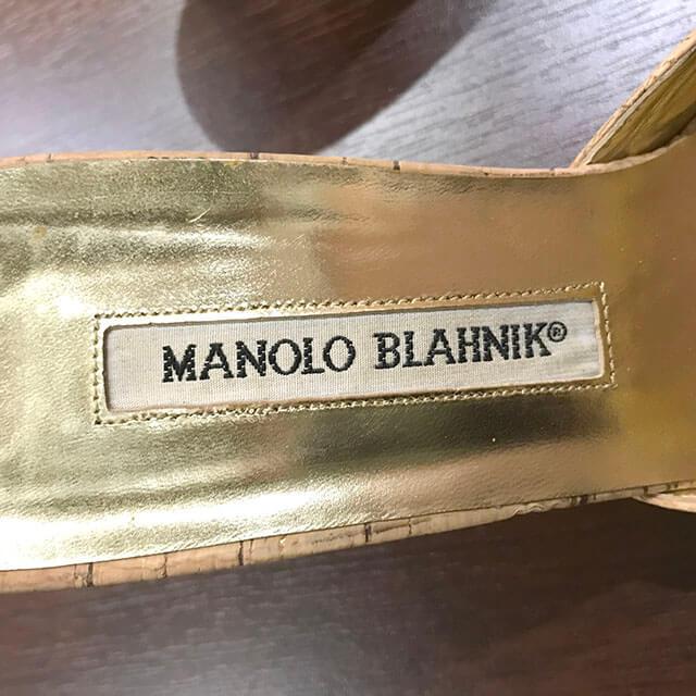 茨木のお客様からマノロブラニクのコルクパンプスを買取_04