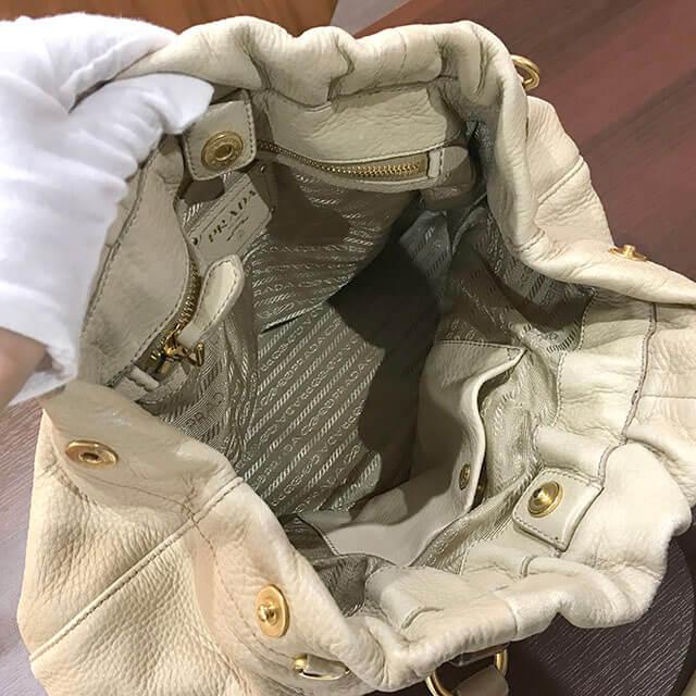 川口のお客様からプラダのレザーハンドバッグを買取_03