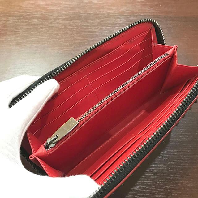 鶴橋のお客様からルブタンのスタッズ長財布を買取_03