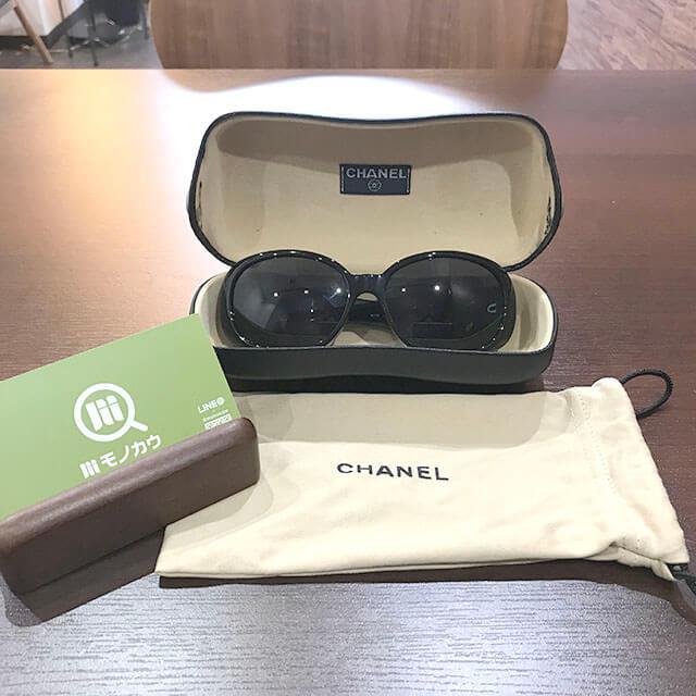 布施のお客様からシャネルのカメリアサングラスを買取_01