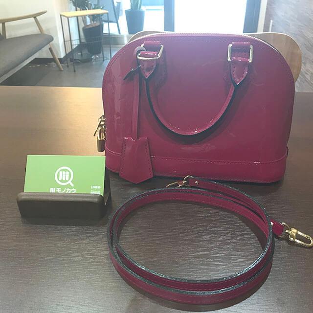 芦屋のお客様からヴィトンのヴェルニ【アルマBB】2wayバッグを買取_01