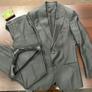 大阪梅田のお客様からアルマーニのスーツ【SOHOシリーズ】を買取