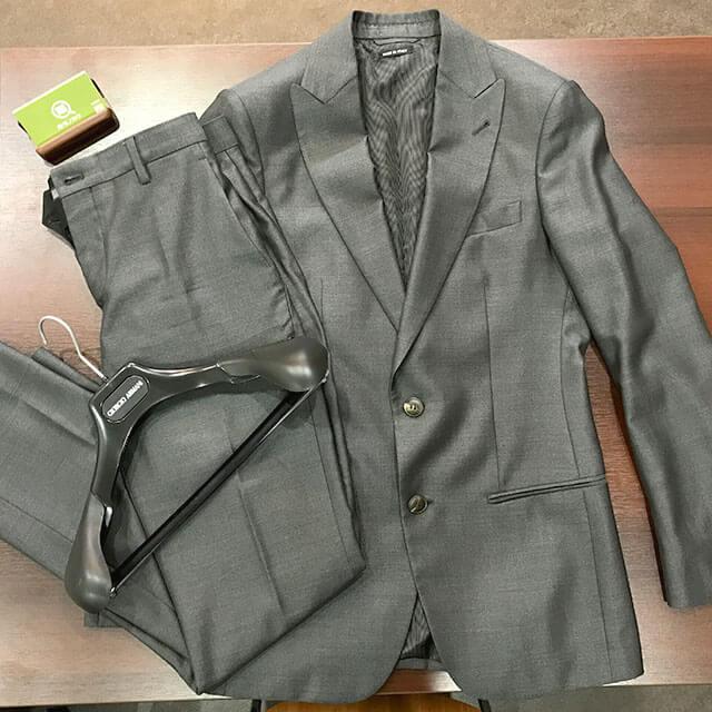 大阪梅田のお客様からアルマーニのスーツ【SOHOシリーズ】を買取_01