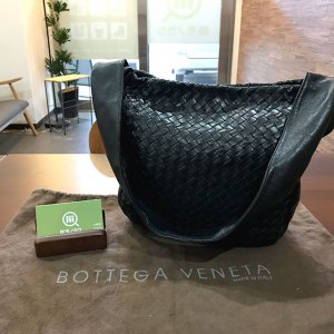 今里のお客様からボッテガヴェネタのショルダーバッグを買取