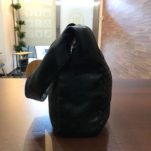 今里のお客様からボッテガヴェネタのショルダーバッグを買取_02