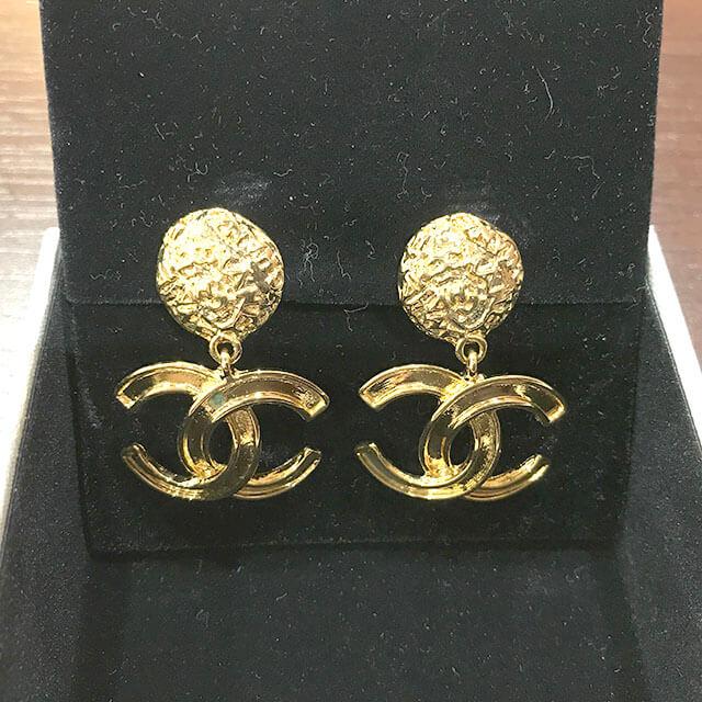 枚方のお客様からシャネルのイヤリングを買取_02