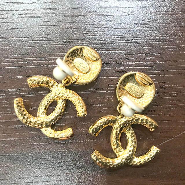 枚方のお客様からシャネルのイヤリングを買取_04