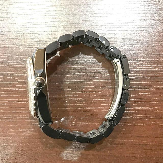 生野のお客様からシャネルの腕時計【J12】を買取_02
