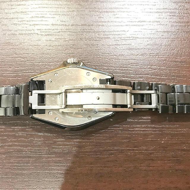 生野のお客様からシャネルの腕時計【J12】を買取_03