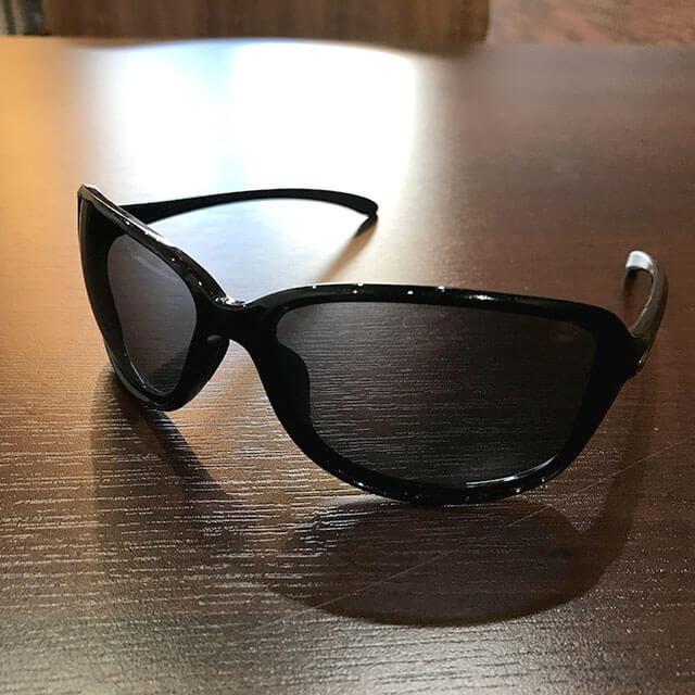 大阪梅田のお客様からオークリーのサングラス【COHORT(コホート)】を買取_02