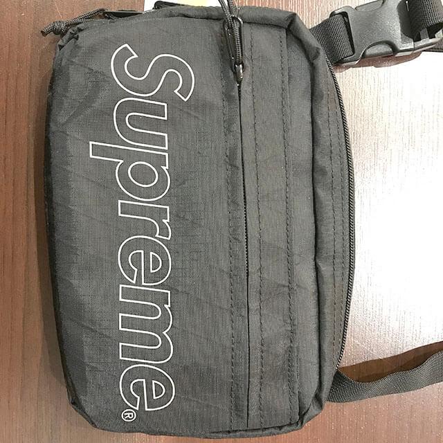 大阪のお客様からシュプリームのショルダーバッグを買取_03