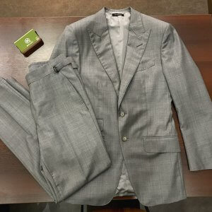 大阪梅田のお客様からトムフォードのスーツを買取