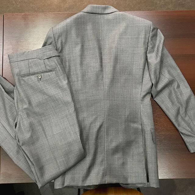 大阪梅田のお客様からトムフォードのスーツを買取_02