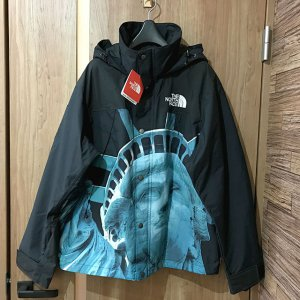 多治見のお客様からシュプリーム×ノースフェイス【Statue of Liberty Mountain Jacket】を買取