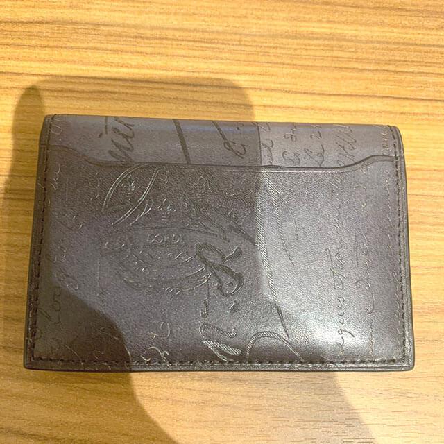 東大阪のお客様からベルルッティのカリグラフィのカードケースを買取_02