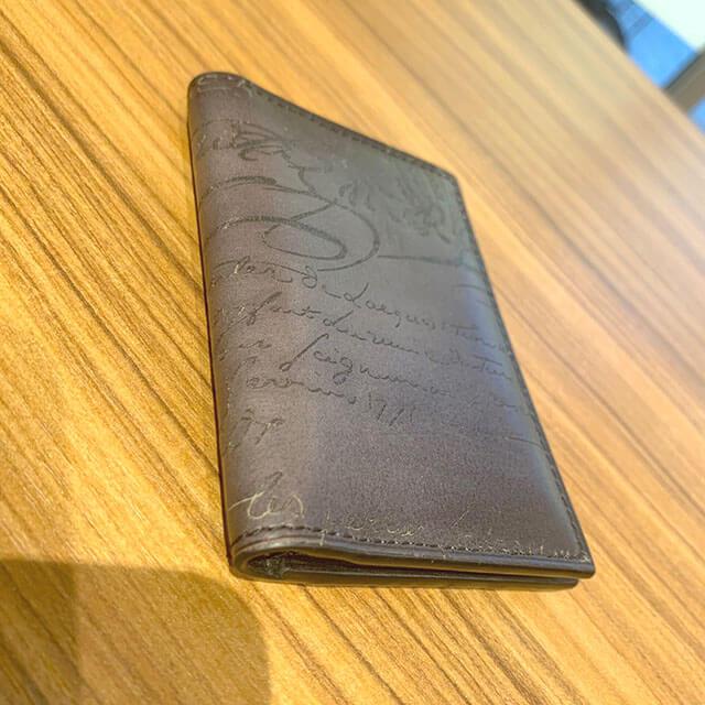 東大阪のお客様からベルルッティのカリグラフィのカードケースを買取_03