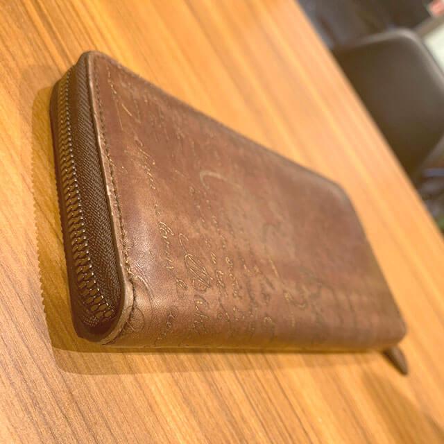 西成のお客様からベルルッティのカリグラフィの長財布を買取_02
