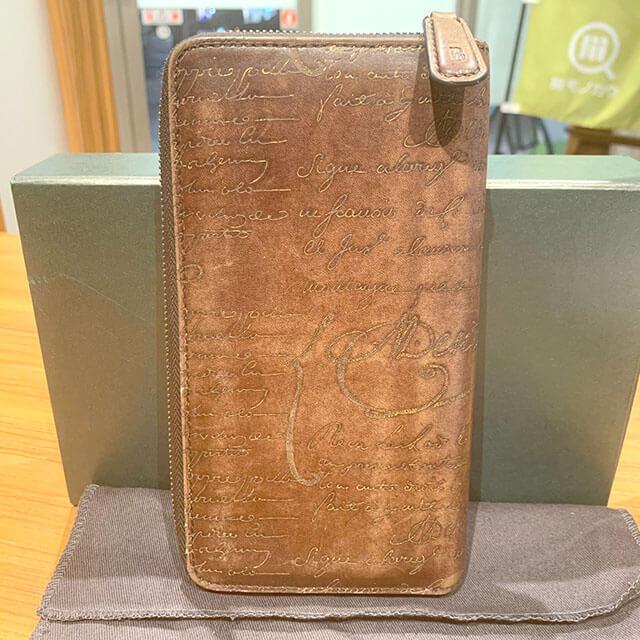 西成のお客様からベルルッティのカリグラフィの長財布を買取_03