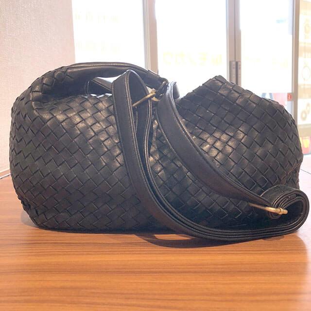三田のお客様からボッテガヴェネタのショルダーバッグを買取_02