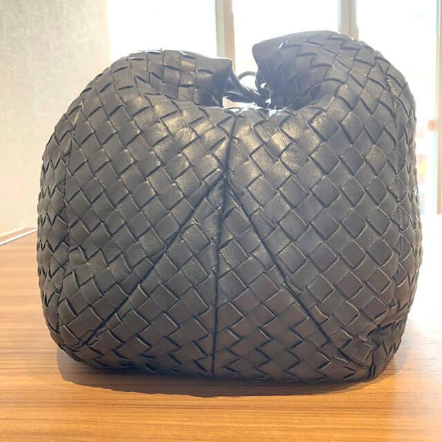 三田のお客様からボッテガヴェネタのショルダーバッグを買取_03