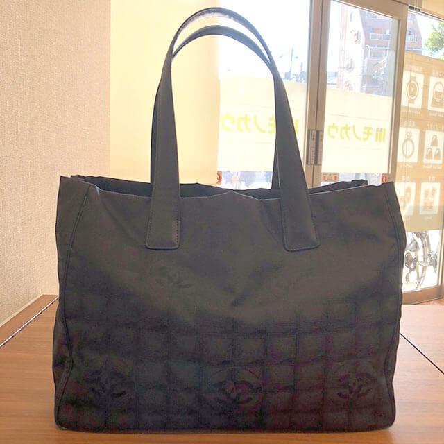 堺のお客様からシャネルの【ニュートラベルライン】のトートバッグを買取_02