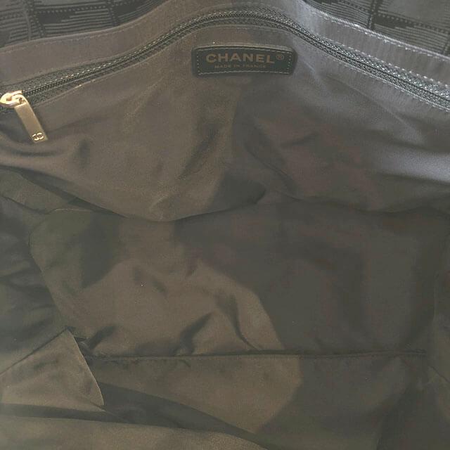 堺のお客様からシャネルの【ニュートラベルライン】のトートバッグを買取_04