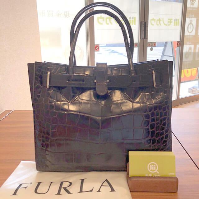 東大阪のお客様からフルラの型押しクロコのハンドバッグを買取_01