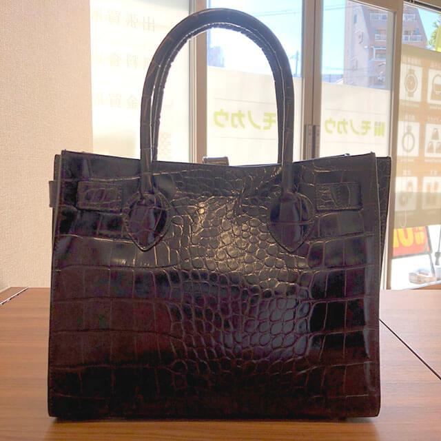 東大阪のお客様からフルラの型押しクロコのハンドバッグを買取_02