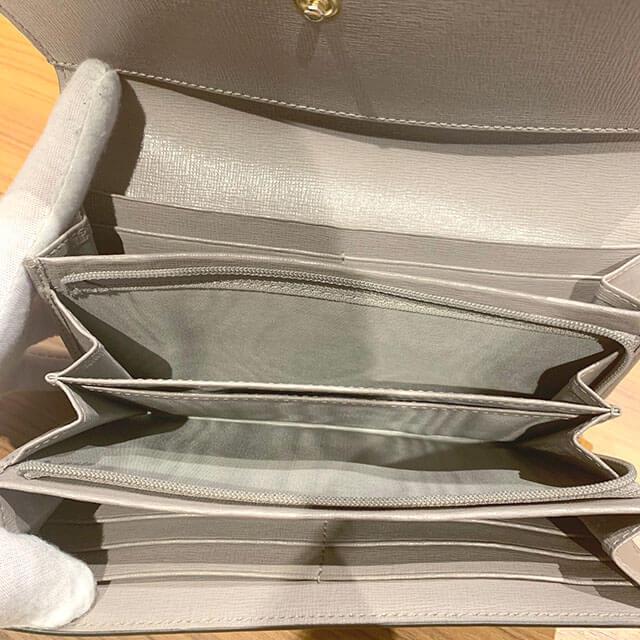 奈良のお客様からフルラの財布を買取_04