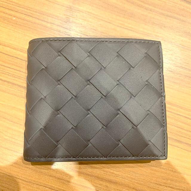 枚方のお客様から【ボッテガヴェネタ】の二つ折り財布を買取_02