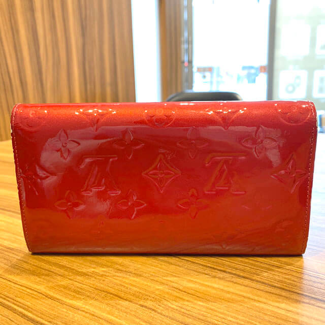 西九条のお客様からヴィトンのヴェルニの長財布【ポルトフォイユ・サラ】を買取_02