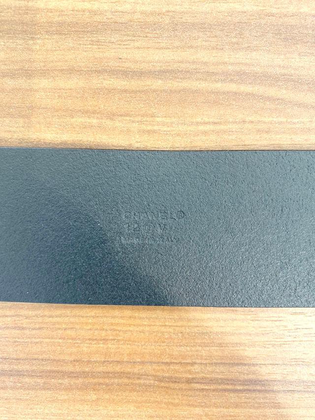上本町のお客様からシャネルのベルトを買取_04