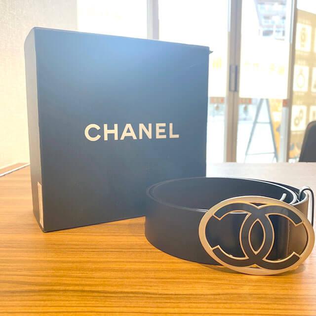 上本町のお客様からシャネルのベルトを買取_01