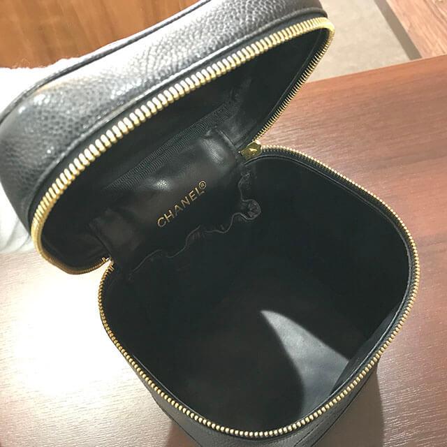 大阪のお客様からシャネルのキャビアスキンの【バニティバッグ】を買取_03