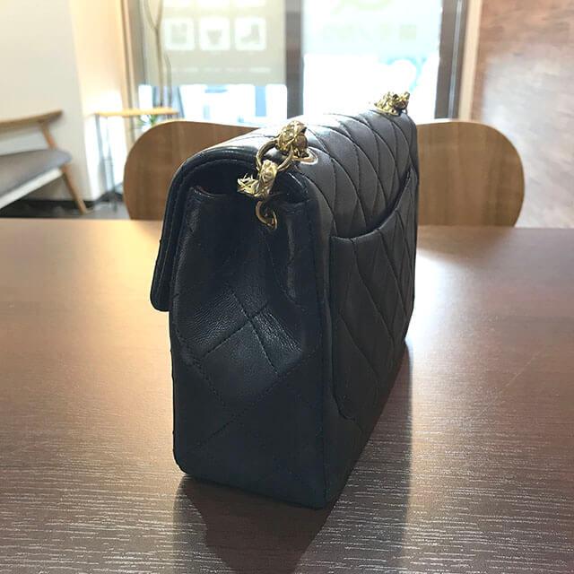 大阪のお客様からシャネルの【ミニマトラッセ】チェーンショルダーバッグを買取_02